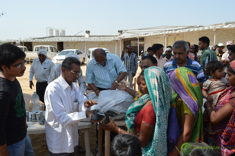 footwear-distribution-sant-sarovar-gandhinagar-vasahat-mandal-april-2014-18 Gandhinagar, Gujarat, India.