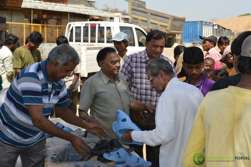 footwear-distribution-sant-sarovar-gandhinagar-vasahat-mandal-april-2014-3 Gandhinagar, Gujarat, India.