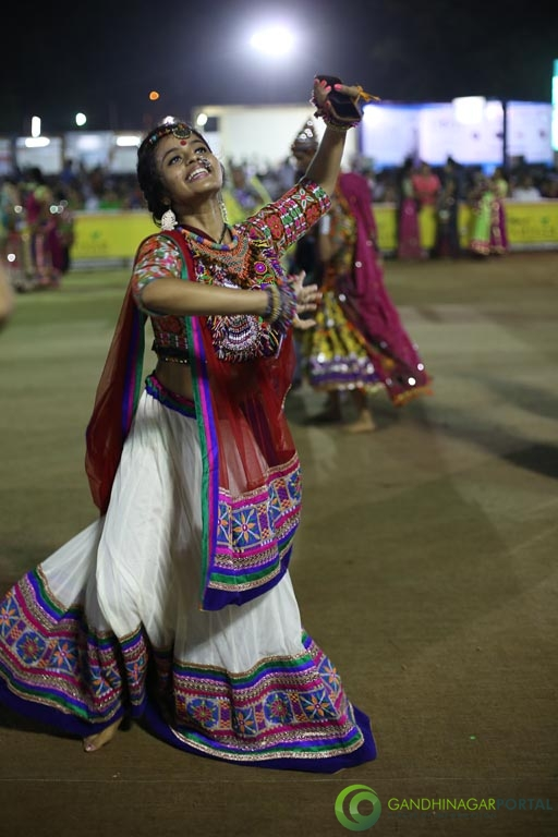Live Photo Gallery of Gandhinagar Cultural Forum Navli Navratri 2015- Day 1 Garba Gandhinagar, Gujarat, India.