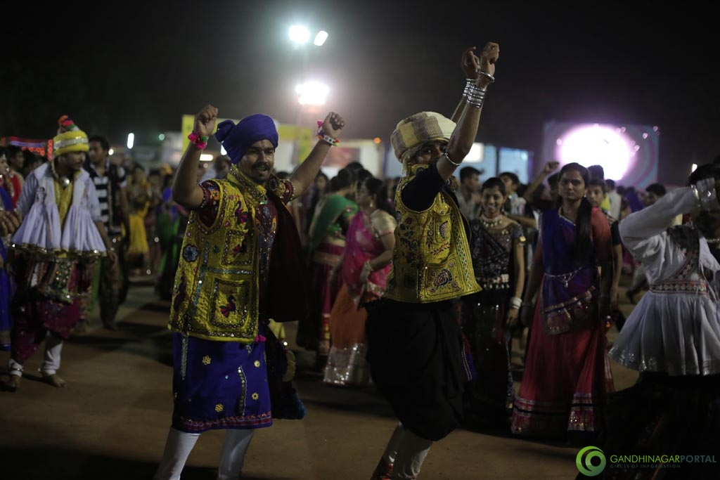 Live Photo Gallery of Gandhinagar Cultural Forum Navli Navratri 2015- Day-3 Garba Gandhinagar, Gujarat, India.
