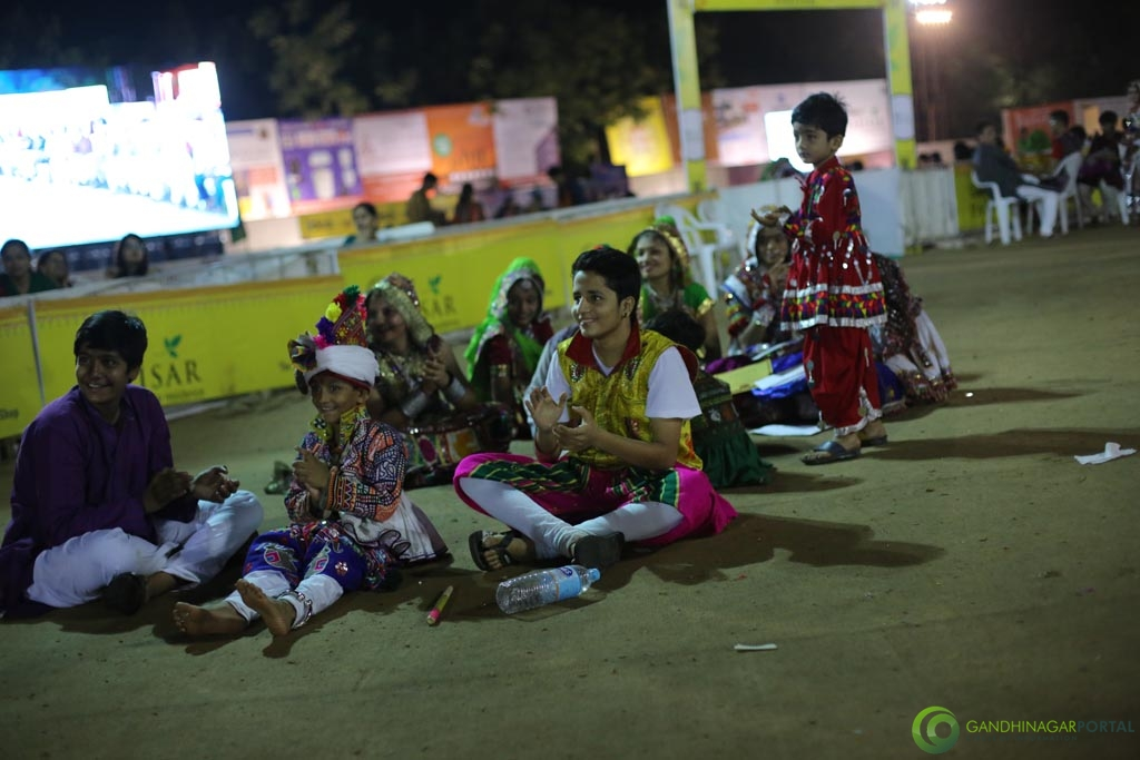 Live Photo Gallery of Gandhinagar Cultural Forum Navli Navratri 2015- Day-4 Garba Gandhinagar, Gujarat, India.