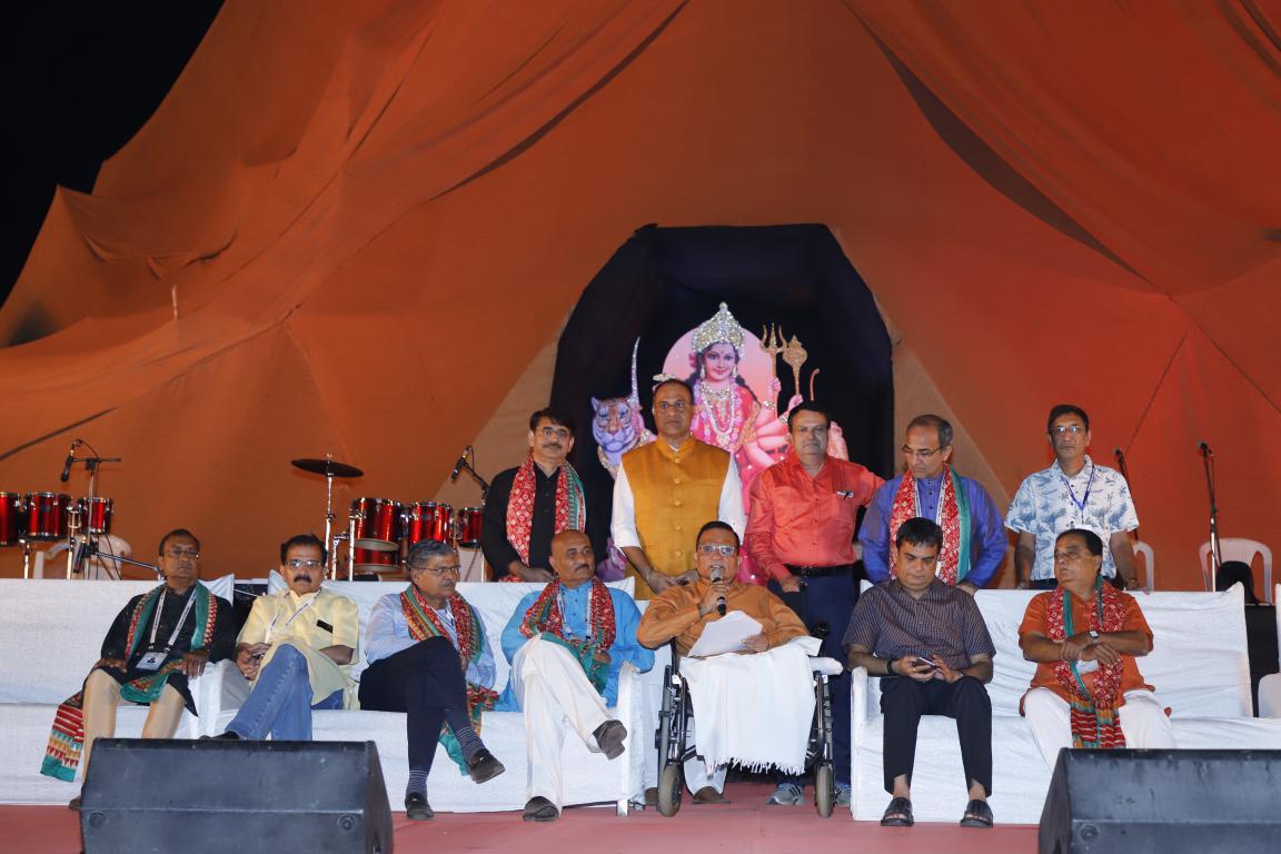 Live Naratri - Gandhinagar Culrural Forum 2018 Mega FInal Day 10 (28) Gandhinagar, Gujarat, India.