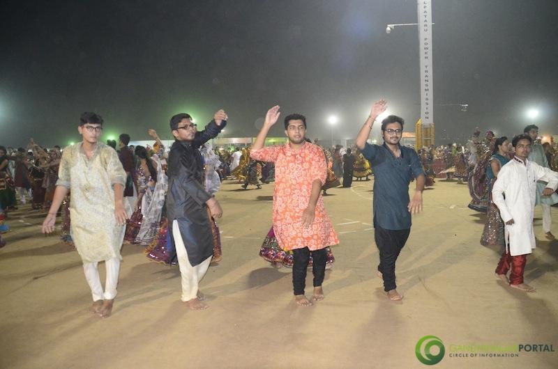 Navli Navratri 2014 - Gandhinagar Cultural Forum Day 9 Gandhinagar, Gujarat, India.