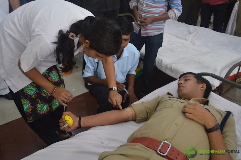 gandhinagar-police-49th-birthday-gandhinagar-blood-donation17 Gandhinagar, Gujarat, India.