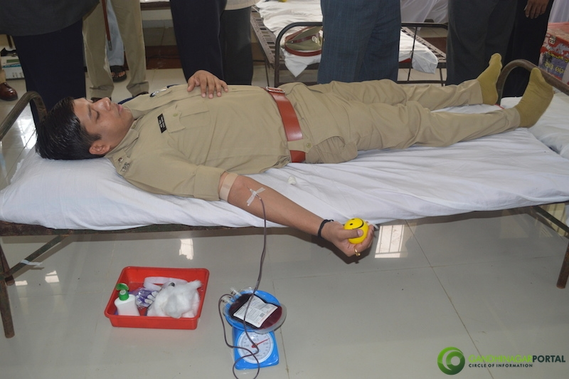 gandhinagar-police-49th-birthday-gandhinagar-blood-donation19 Gandhinagar, Gujarat, India.