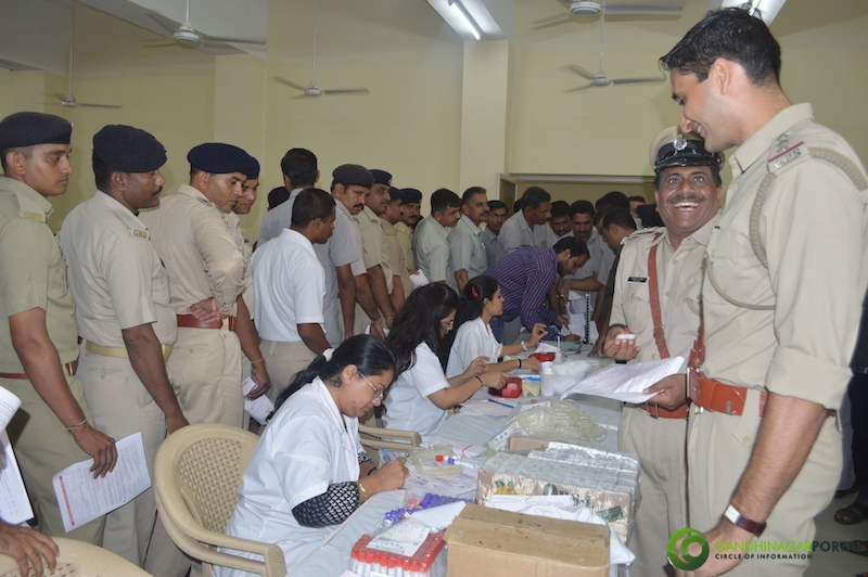 gandhinagar-police-49th-birthday-gandhinagar-blood-donation22 Gandhinagar, Gujarat, India.