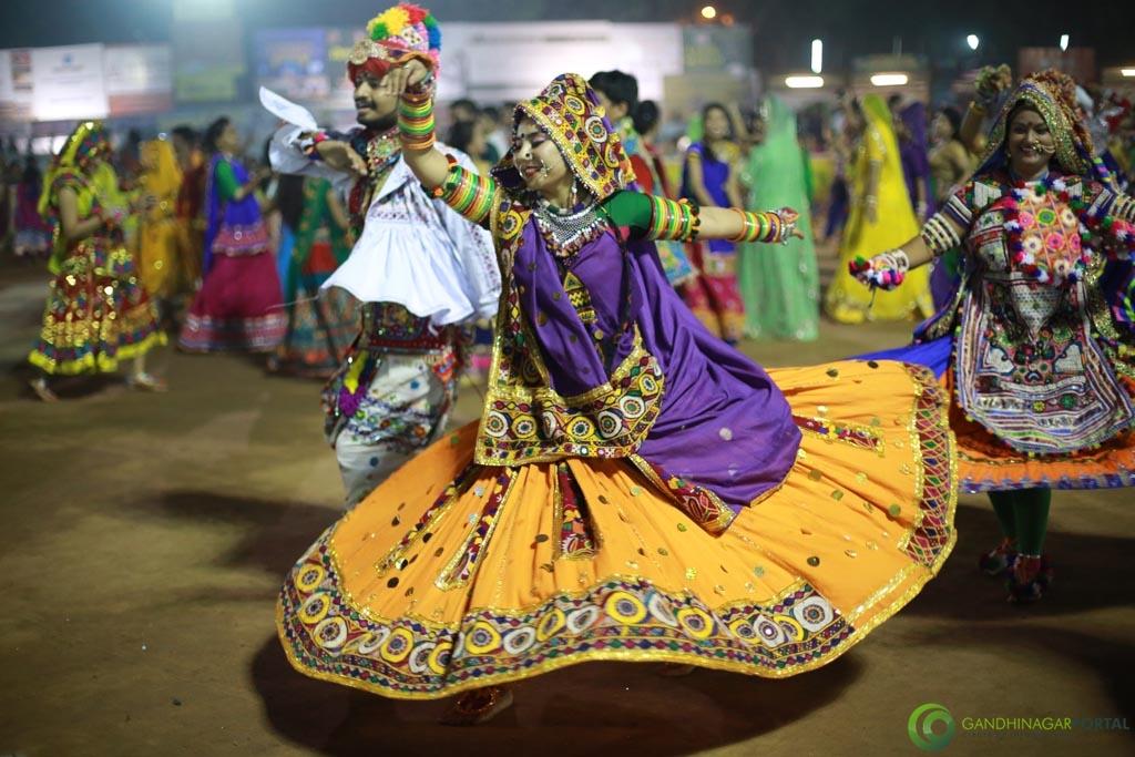 Gandhinagar Cultural Forum Navrtri 2015 - Day 6 Garba Images