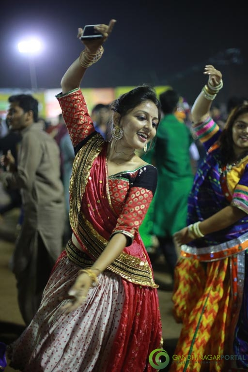 Gandhinagar Cultural Forum Navrtri 2015 - Day 6 Garba Images Gandhinagar, Gujarat, India.