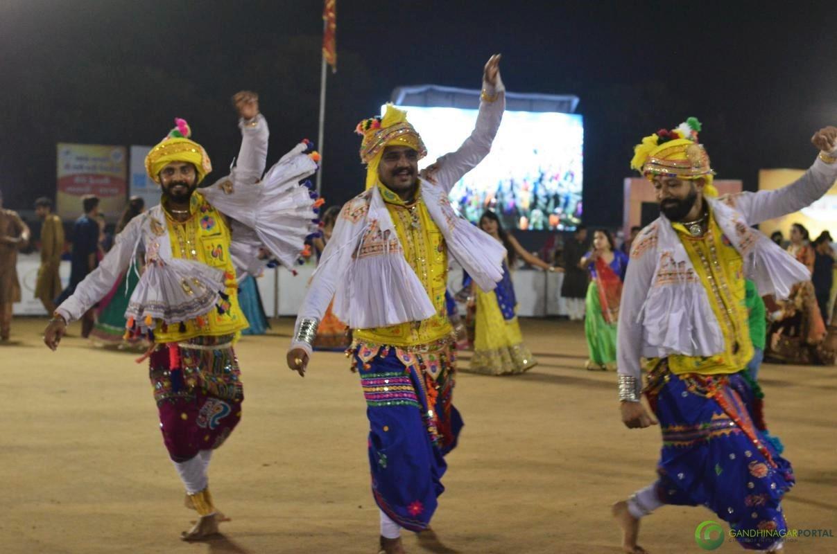 Gandhinagar Cultural Forum Navli Navratri 2017 Day 4 Gandhinagar, Gujarat, India.