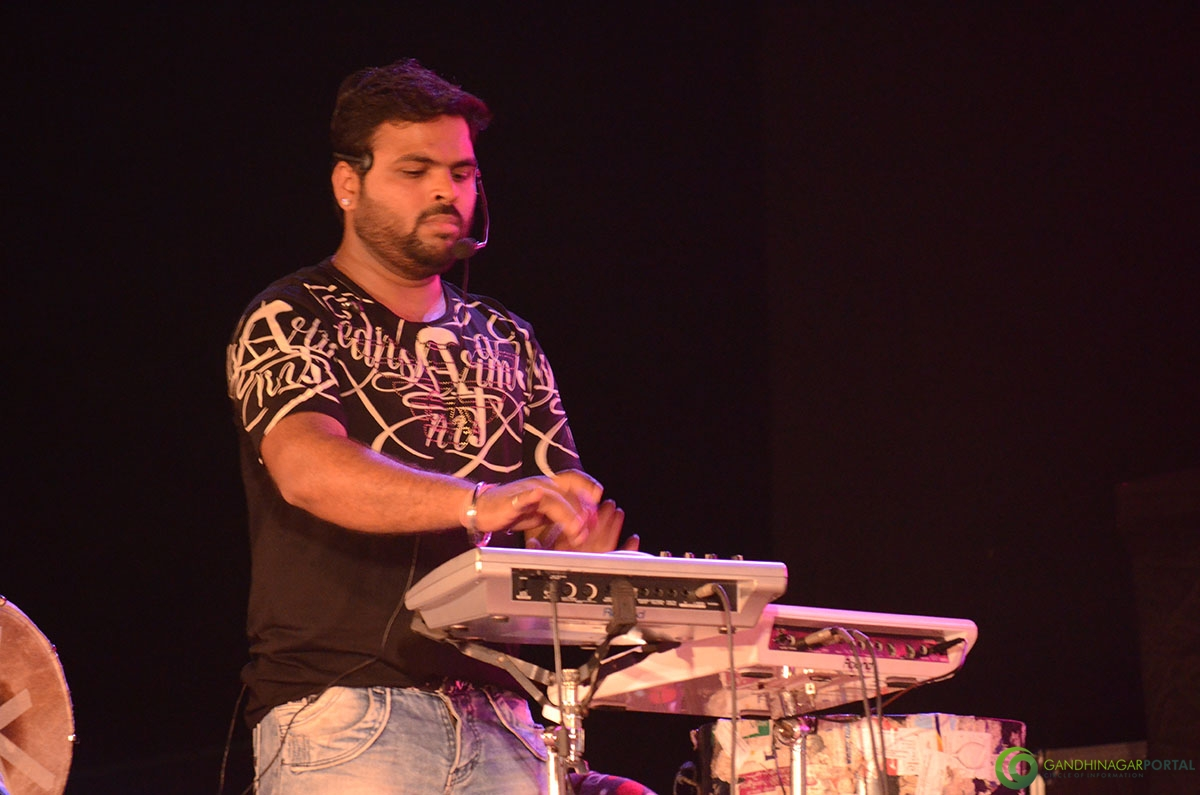Shaan-performing-at-grishnmotsav-gandhinagar (8)