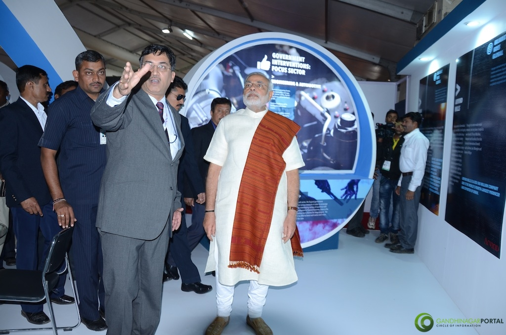 Mr Mukesh Kumar (M.D. iNDEXTb) Displaying Exhibition to C.M. Shri Narendra Modi iNDEXTb Pavilion