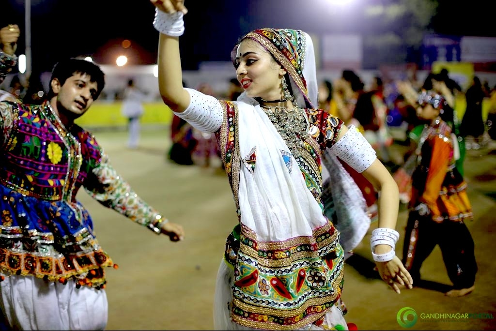 Live Gandhinagar Cultural Forum Navli Navratri 2015- Day 4- Golden Cheers Group Garba Gandhinagar, Gujarat, India.